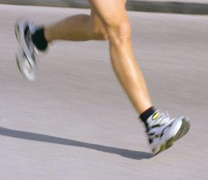 マラソン,足の甲,つま先の痛み,怪我,原因,対策,フォーム改善